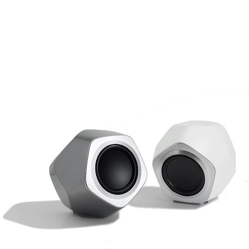 grijze en witte speaker van beolab